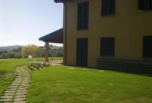 giardino e piscina di un casale in campagna in Toscana Grosseto