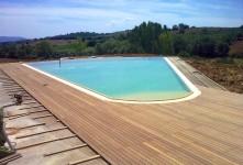 Finiture di pregio per la piscina di una casale di campagna a Grosseto realizzato da impresa di costruzioni