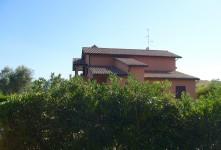 Unità immobiliari ndipendenti in edificio disposto su due livelli fuori terra.
